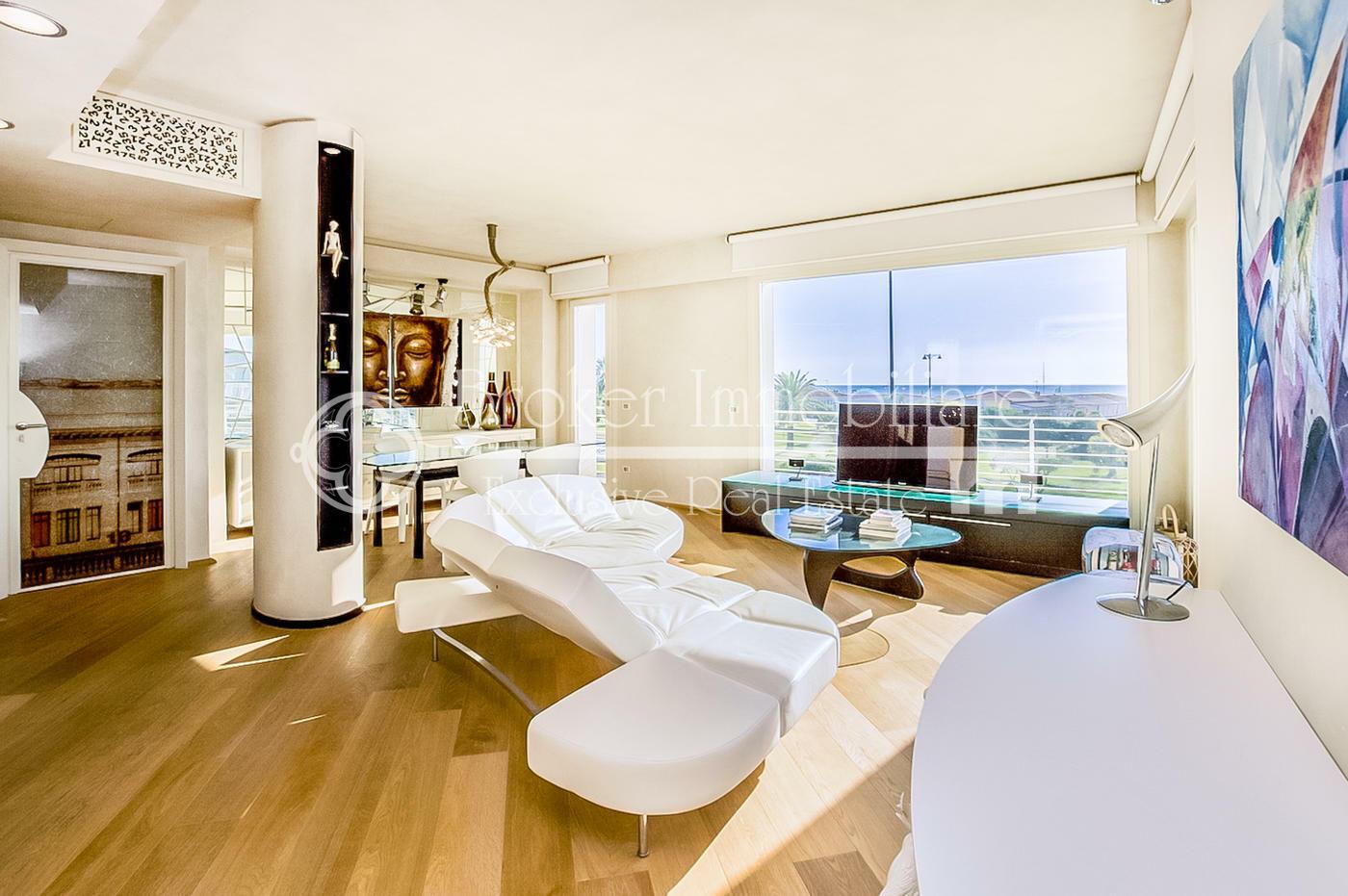 Esclusivo attico con terrazza vista mare in vendita a Viareggio
