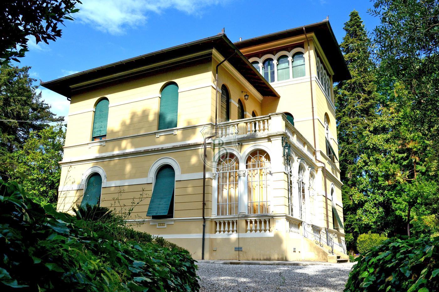 Deliziosa villa liberty in vendita sulle colline di lucca for Foto di ville